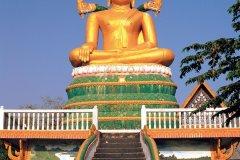 Un grand Bouddha siégeant sur l'île de Don Khong. (© Author's Image)