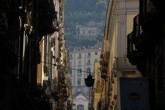 Rue des quartiers espagnols et château Sant'Elmo. (© Caroline GEORGE)