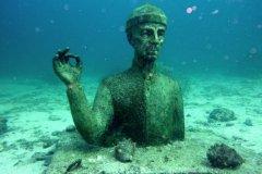 Statue du commandant Cousteau, Réserve Cousteau. (© Gregory CEDENOT - Fotolia)