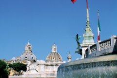 Fontaine devant Vittoriano, monument dédié à Victor-Emmanuel II. (© Author's Image)