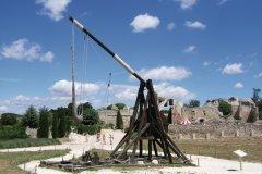 Le plateau de Costapera, dans l'enceinte des Baux-de-Provence comporte une reconstitution de l'arsenal de défense du Comté. (© Stéphan SZEREMETA)