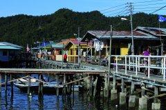Quartier d'habitations sur l'eau de Kampung Buli Sim (© Stéphan SZEREMETA)