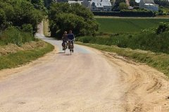 Balade à vélo dans les environs de Vers-Sur-Mer. (© Anne CROCHARD)