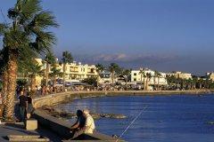 Front de mer à Paphos. (© Tom Pepeira- Iconotec)