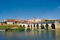 Pont médiéval et cité de Tordesillas. (© Author's image)