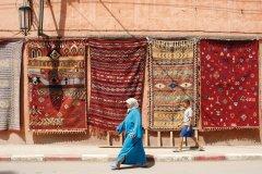 Marrakech : Exposition de tapis dans les rues de Marrakech. - Sébastien CAILLEUX