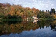 Couleurs d'automne sur la Meuse, barrage de Montcy (© DJAYZE - FOTOLIA)