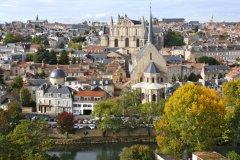 Centre ville de Poitiers - clain<br /> (© E. Seghur)