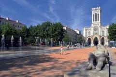 La cathédrale Saint-Charles sur la place Jean-Jaurès (© HERRENECK - FOTOLIA)