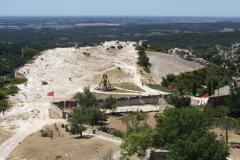 Le plateau de Costapera, dans l'enceinte des Baux-de-Provence. (© Stéphan SZEREMETA)