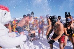 Carnaval de Québec, bain de neige. (© Author's Image)