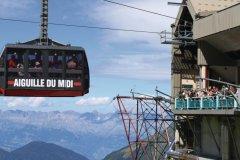 Le téléphérique de l'Aiguille du Midi (© Emilie - Fotolia)