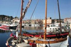 Barques de pêche dans le port de Sanary-sur-Mer (© Martine A Eisenlohr - Fotolia)