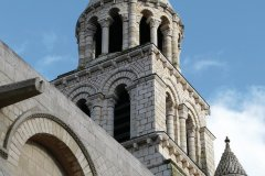 Le clocher de l'église Notre-Dame-la-Grande - Poitiers (© KATHERINE DUFFEL - FOTOLIA)