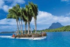"""Île flottante"" dans le lagon de Bora Bora (© Sylvain GRANDADAM)"