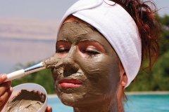 Masque de boue noire à la Mer Morte, au Zara Spa de l'hôtel Mövenpick Resort & Spa Dead Sea. (© Irène ALASTRUEY - Author's Image)
