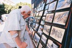 Exposition de photos place Gueydon à Bejaïa. (© Sébastien CAILLEUX)