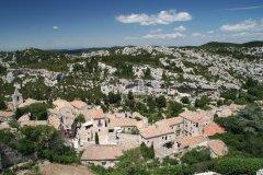 Le village des Baux-de-Provence au coeur de la chaîne des Alpilles. (© Stéphan SZEREMETA)