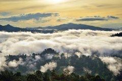 Lever du soleil sur la vallée du Danum. (© Cn0ra - iStockphoto.com)