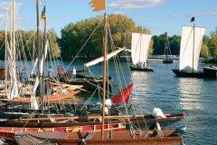 Gabares amarrées aux quais de la Loire - Orléans (© OLIVIER.BOST - XILOPIX)
