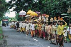 Procession pour un odalan près de Besakih. (© Yukiko Yamanote - Iconotec)