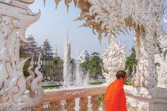 Moine au temple Wat Rong Khun. (© Sime)