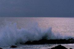 Mer frappant la côte du côté de Saint-Gilles-les-Bains. (© Itzak Newmann - Iconotec)