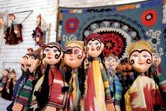 Marionnettes aux couleurs locales. (© Jeff Jones - Iconotec)