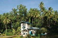 Église sur l'île de Tabar en Nouvelle‐Irlande. Les missionnaires sont très présents en Papouasie-Nouvelle-Guinée. (© Philippe Gigliotti)