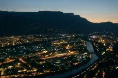 Vue générale de Grenoble, la nuit (© Stéphan SZEREMETA)