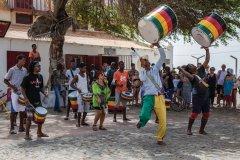 Groupe de musique dans les rues de Santa Maria. (© arrowsg)