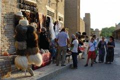 Boutique d'un marchand de souvenirs près de la mosquée Kalon. (© Patrice ALCARAS)