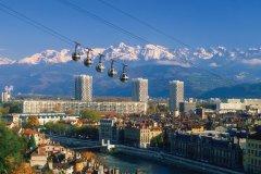 Vue sur la ville de Grenoble. (© Gui00878 - iStockphoto)