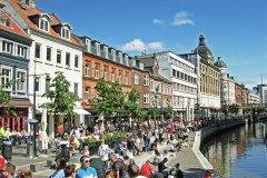 Cafés et restaurants près du Canal à Aarhus. (© balipadma)