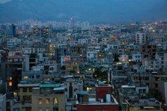 La ville de Téhéran à la tombée de la nuit. (© Luis Davilla)