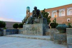 La statue d'Al-Khawarizmi, originaire de la région de Khiva, qui introduisit l'algèbre dans les mathématiques. (© Patrice ALCARAS)