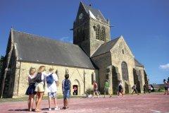 Eglise Sainte-Mère-Eglise. (© C. Cauchard et Office de tourisme de la Baie du Cotentin)