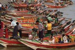 Sur le fleuve Yangon. (© Stéphan SZEREMETA)