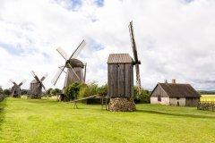 Moulins à vent en bois traditionnels (© Fredy Thuerig - Shutterstock.com)