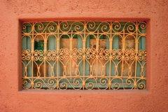 Détail d'une fenêtre d'architecture marocaine. (© Eloïse BOLLACK)