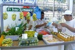 Citrons et sauces piquantes au marché au poissons. (© Nicolas LHULLIER)
