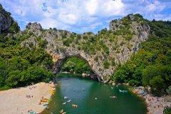 Vallon-Pont-d'Arc. (© Wolfkamp - Shutterstock.com)
