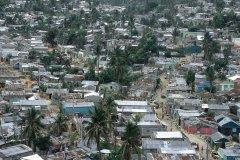 Bidonvilles dans le quartier populaire de Santo Domingo. (© Atamu RAHI - Iconotec)