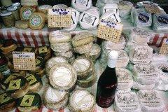 Étal de fromages au marché de Bastia (© GIUSEPPE ROSSI - ICONOTEC)