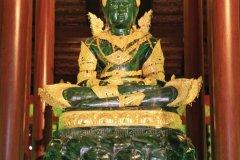 La reproduction du Bouddha d'Émeraude au Wat Phra Kaew. (© Jérôme BOUCHAUD)