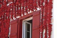 Fenêtre sur piments (© Jerdhal - Fotolia)