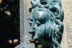 Fontaine ornée d'une tête (© Irène ALASTRUEY - Author's Image)