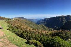 Depuis Rabaçal, sur le plateau Paúl da Serra, vue sur la vallée de Ribeira da Janela. (© Ludovic DE SOUSA)