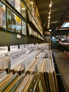 Boutique de vinyles sur l'avenue du Mont-Royal.