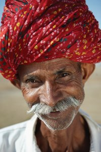 Homme portant le turban traditionnel Rajasthani.